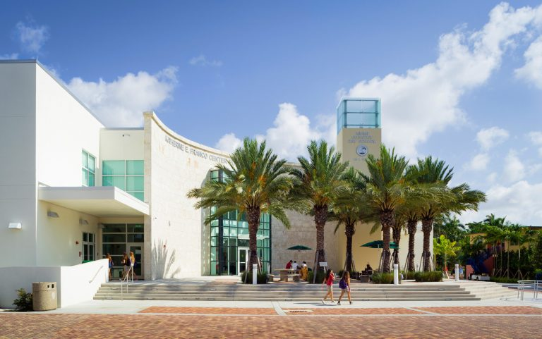 Miami Country Day School Katherine E. Franco Center for Learning Resources